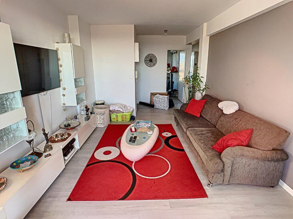 Appartement à louer 3 63m2 à Antibes vignette-4