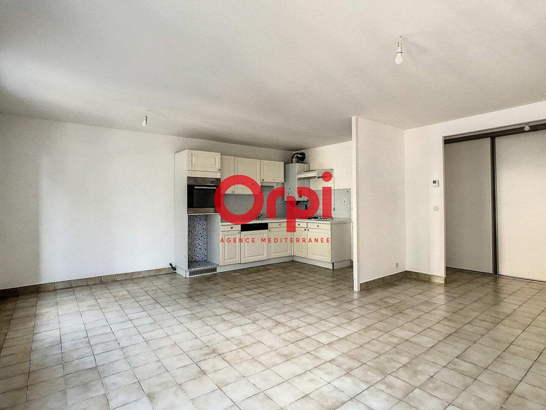 Appartement à louer 4 75m2 à Fréjus vignette-3