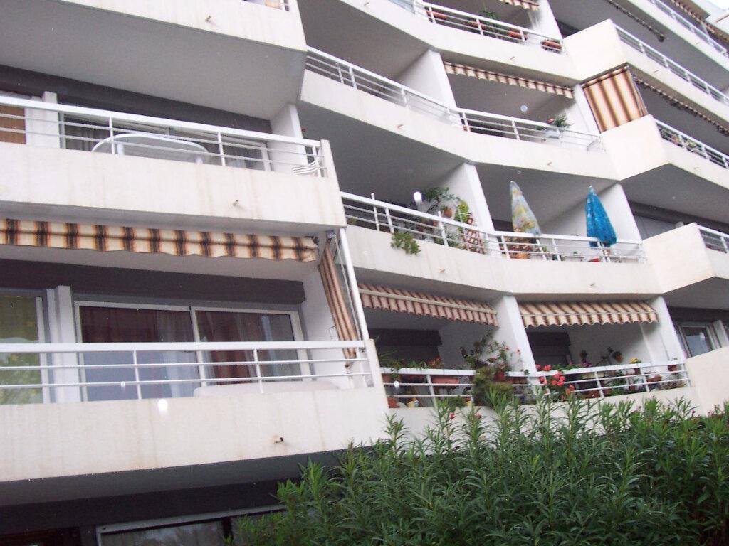 Appartement à louer 2 48m2 à Saint-Raphaël vignette-1