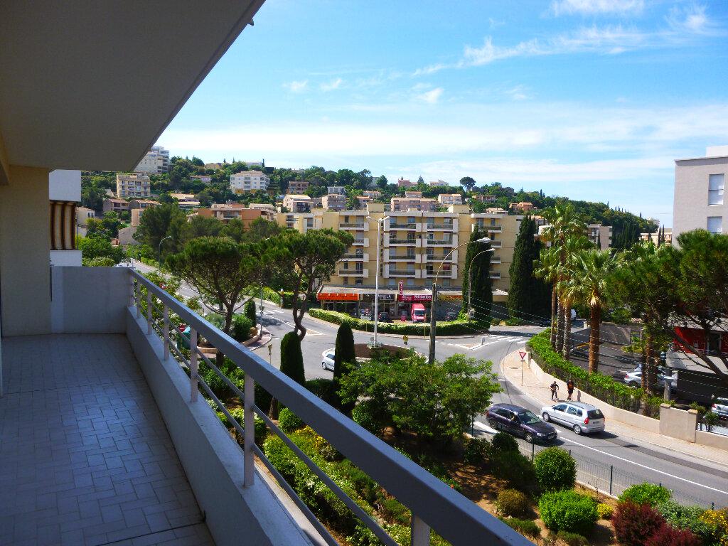 Appartement à louer 2 48m2 à Saint-Raphaël vignette-2