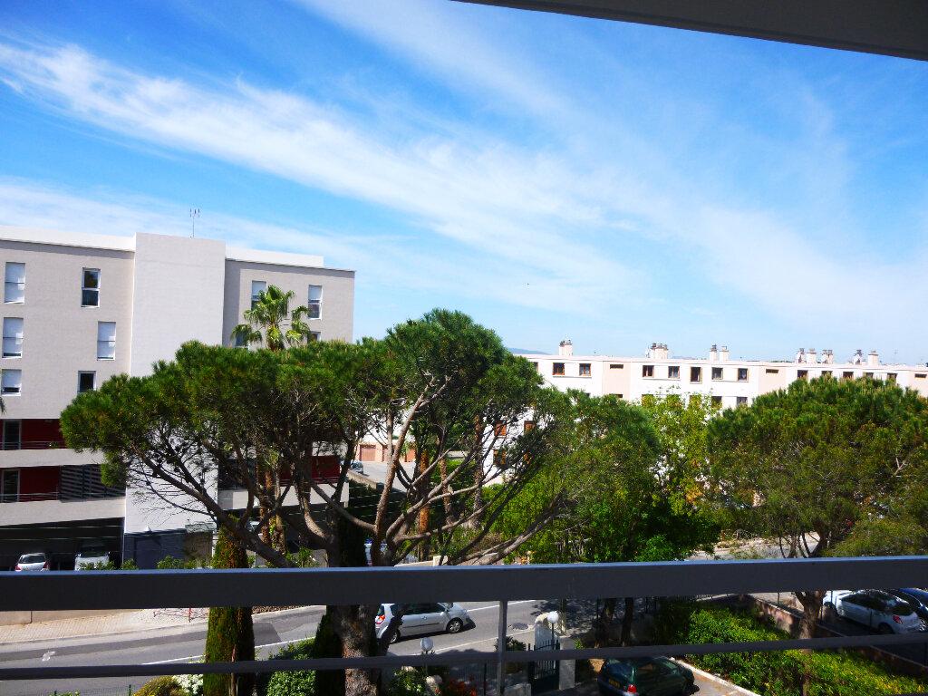 Appartement à louer 2 48m2 à Saint-Raphaël vignette-7