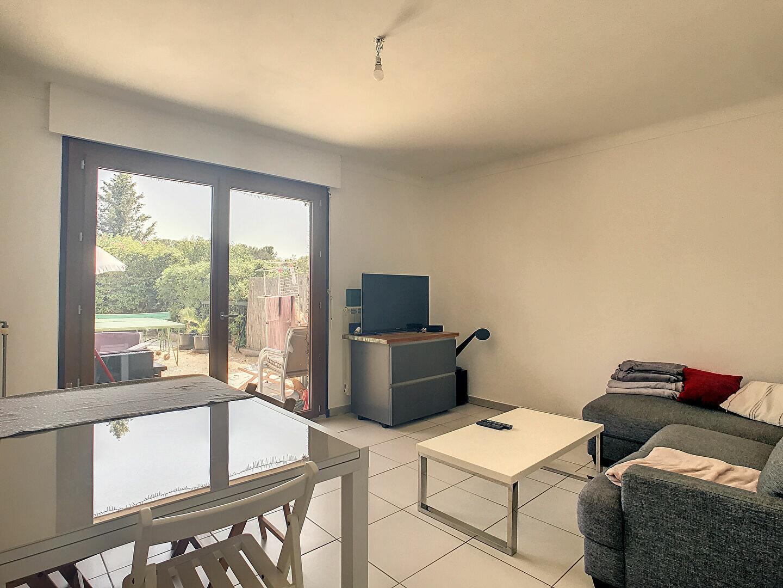 Appartement à louer 3 64m2 à Saint-Raphaël vignette-4