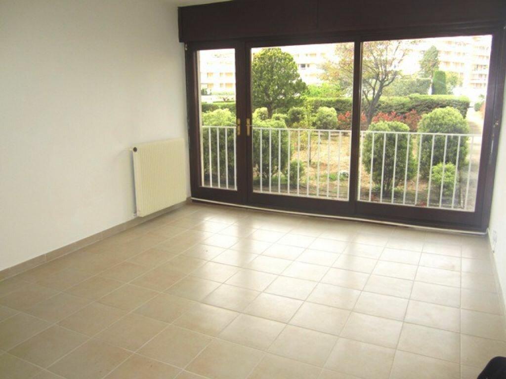 Appartement à louer 3 55m2 à Fréjus vignette-2