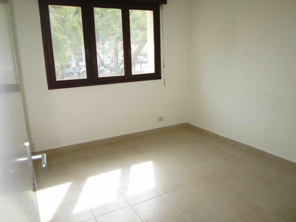 Appartement à louer 3 55m2 à Fréjus vignette-4