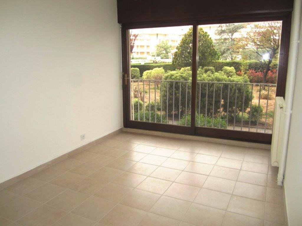 Appartement à louer 3 55m2 à Fréjus vignette-5