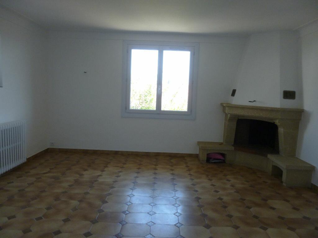 Appartement à louer 3 75m2 à Fréjus vignette-4