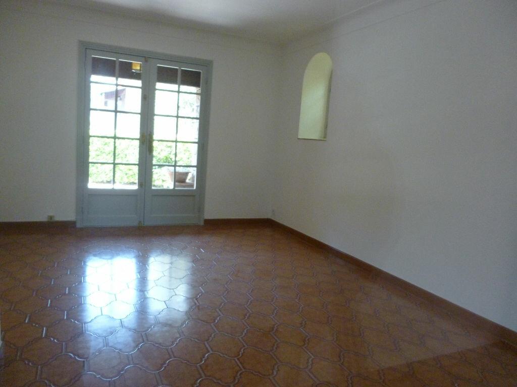 Appartement à louer 3 75m2 à Fréjus vignette-5