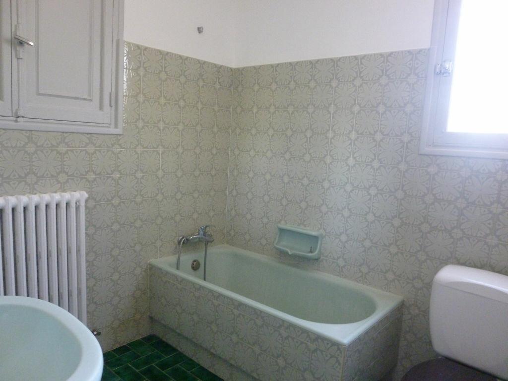 Appartement à louer 3 75m2 à Fréjus vignette-7