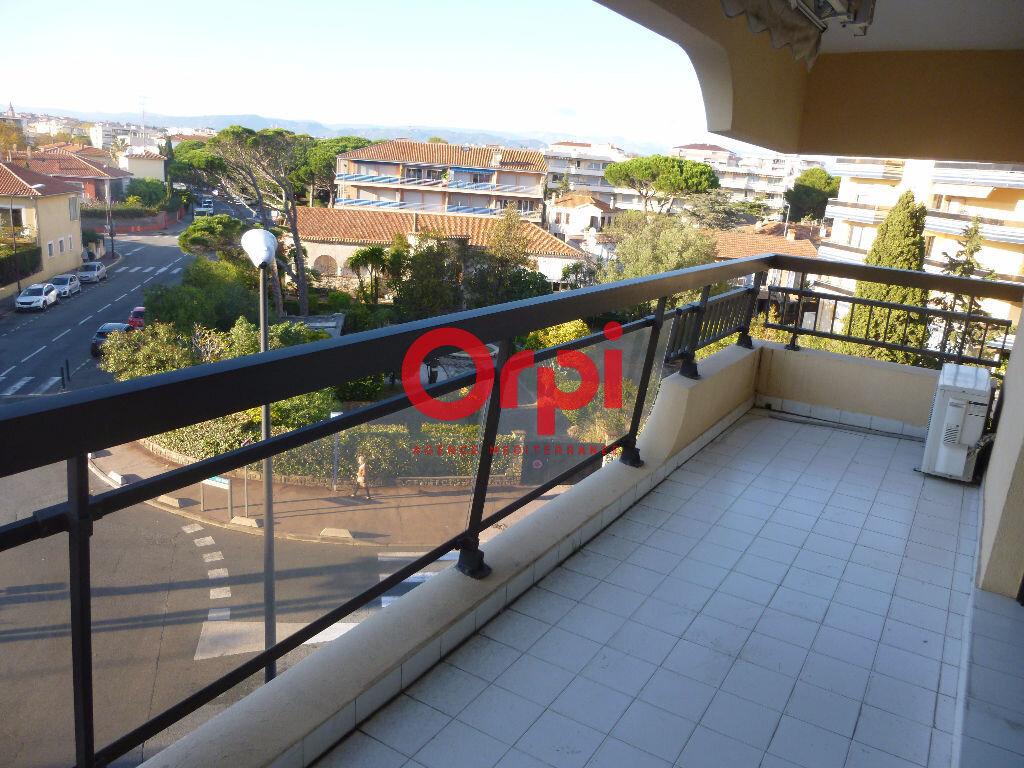 Appartement à louer 1 26.45m2 à Fréjus vignette-2
