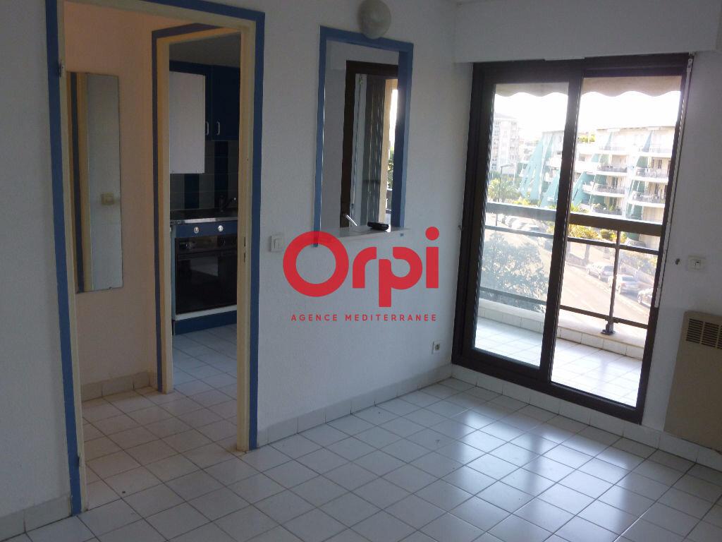 Appartement à louer 1 26.45m2 à Fréjus vignette-3