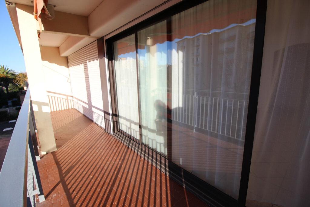 Appartement à vendre 3 64.28m2 à Fréjus vignette-3