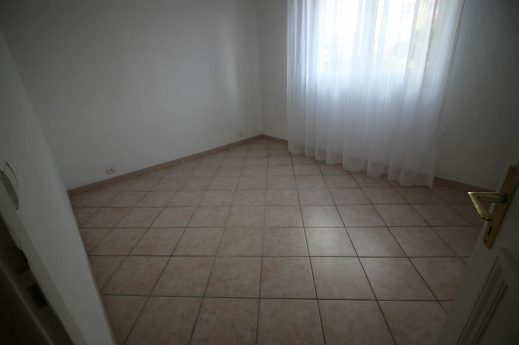 Appartement à vendre 3 64.28m2 à Fréjus vignette-5