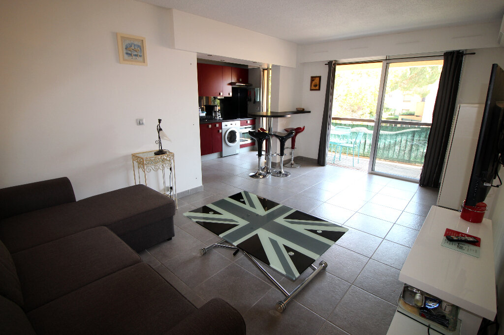 Appartement à vendre 2 43m2 à Fréjus vignette-1