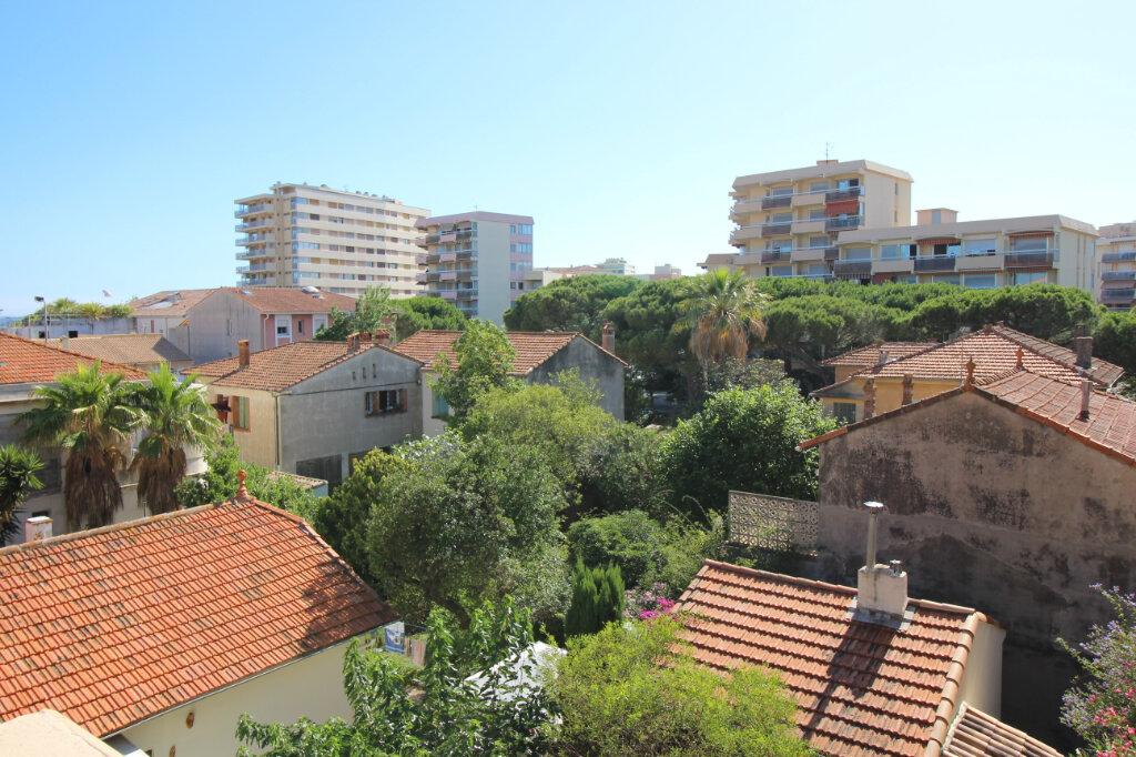Appartement à vendre 3 51.07m2 à Fréjus vignette-1
