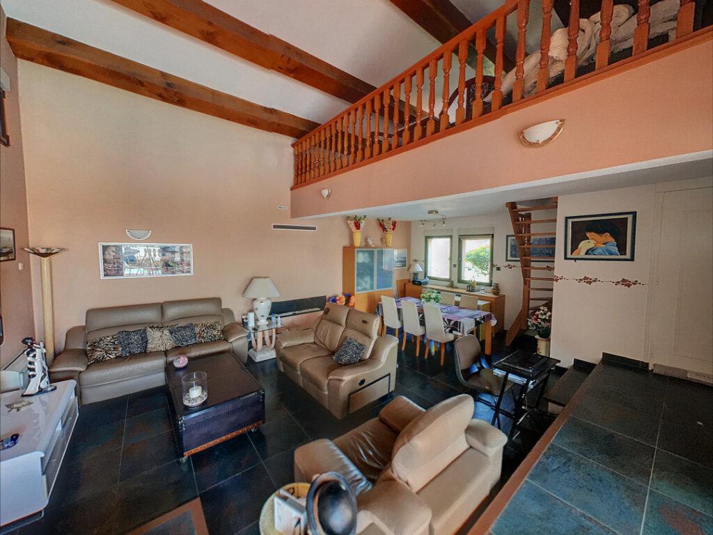 Maison à vendre 5 198.47m2 à Puget-sur-Argens vignette-4