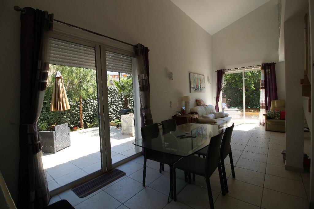 Maison à vendre 4 92.16m2 à Fréjus vignette-3