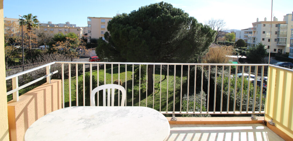 Appartement à vendre 3 55.83m2 à Fréjus vignette-1