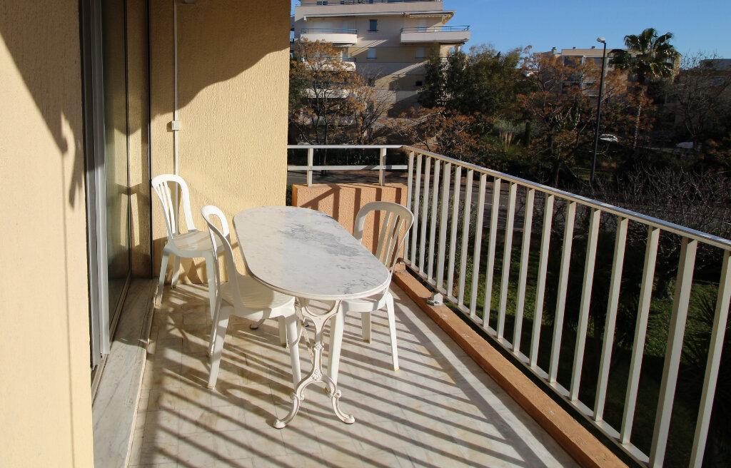 Appartement à vendre 3 55.83m2 à Fréjus vignette-8