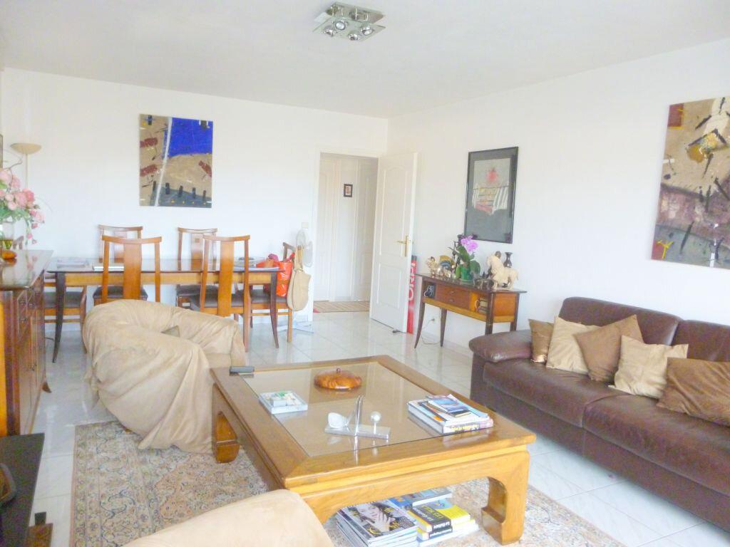 Appartement à vendre 3 64m2 à Fréjus vignette-3