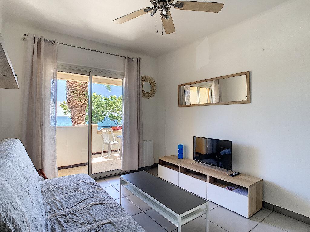 Appartement à louer 1 24m2 à Fréjus vignette-2
