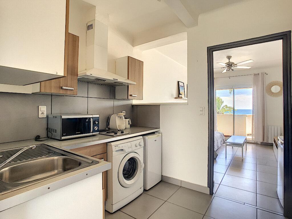 Appartement à louer 1 24m2 à Fréjus vignette-4
