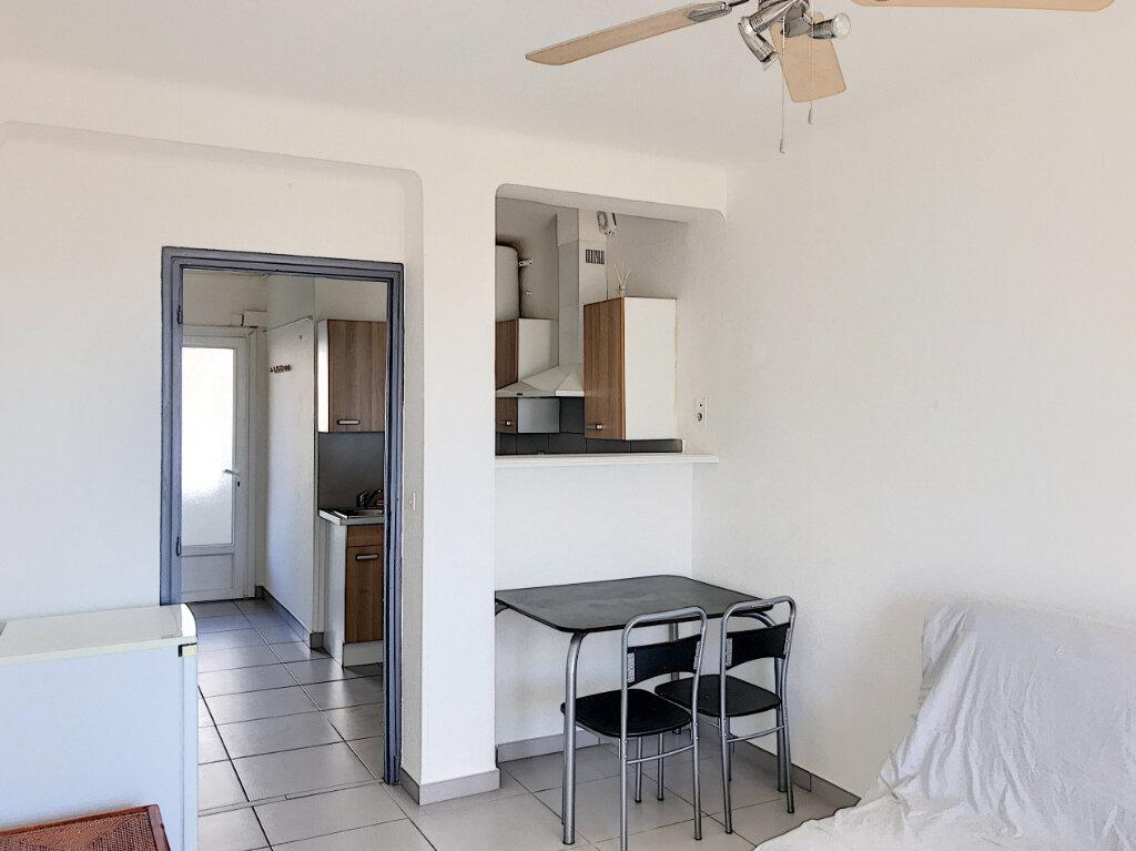 Appartement à louer 1 24m2 à Fréjus vignette-5