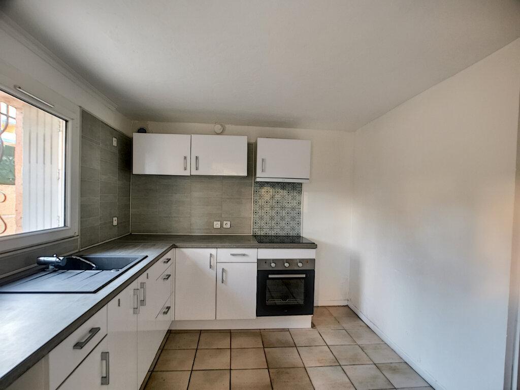 Appartement à louer 1 23m2 à Fréjus vignette-4