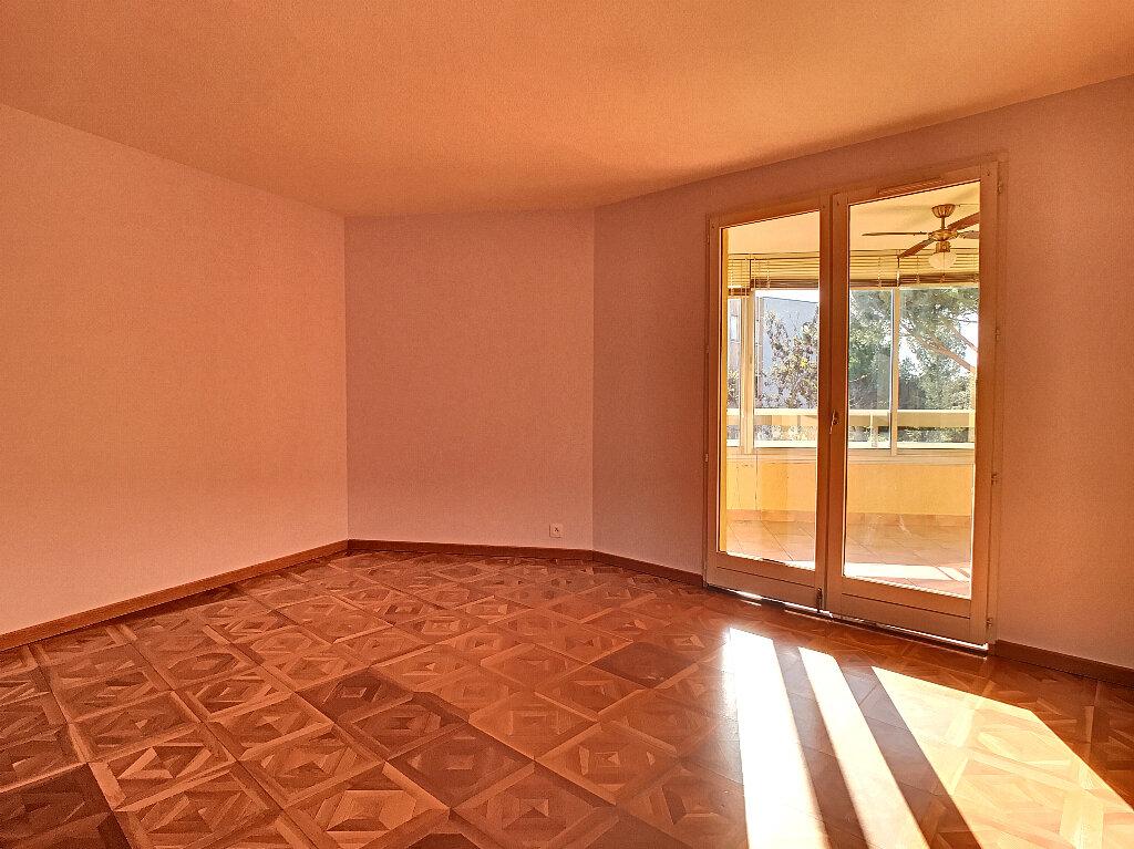 Appartement à louer 3 70m2 à Fréjus vignette-5