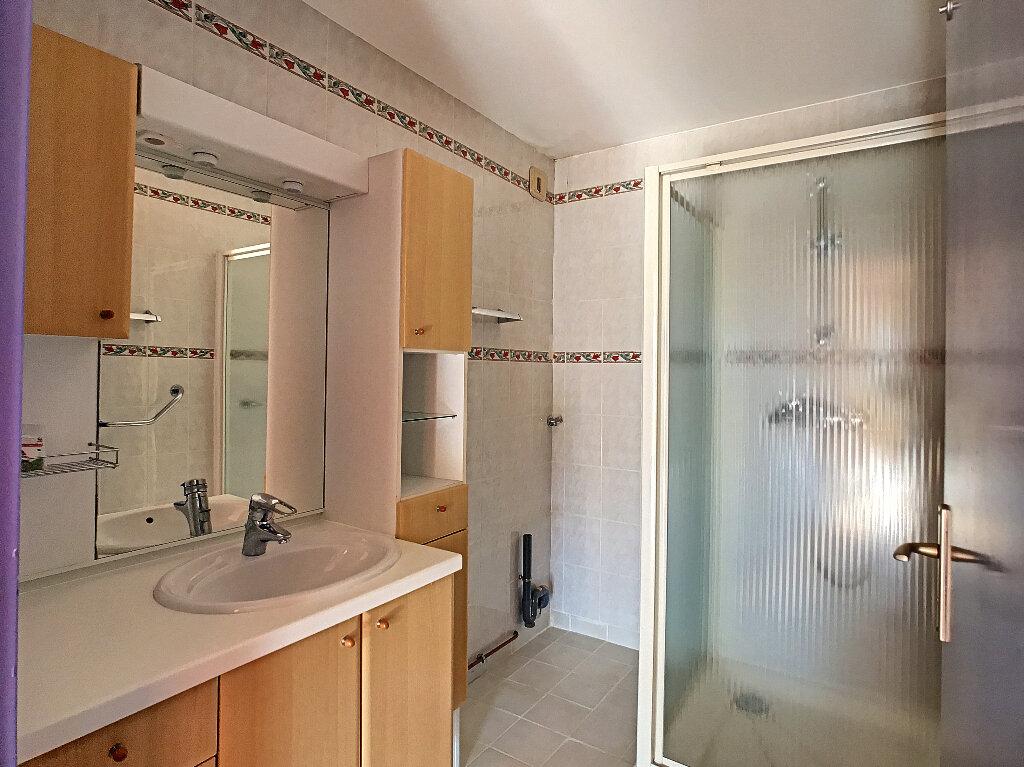 Appartement à louer 3 70m2 à Fréjus vignette-6