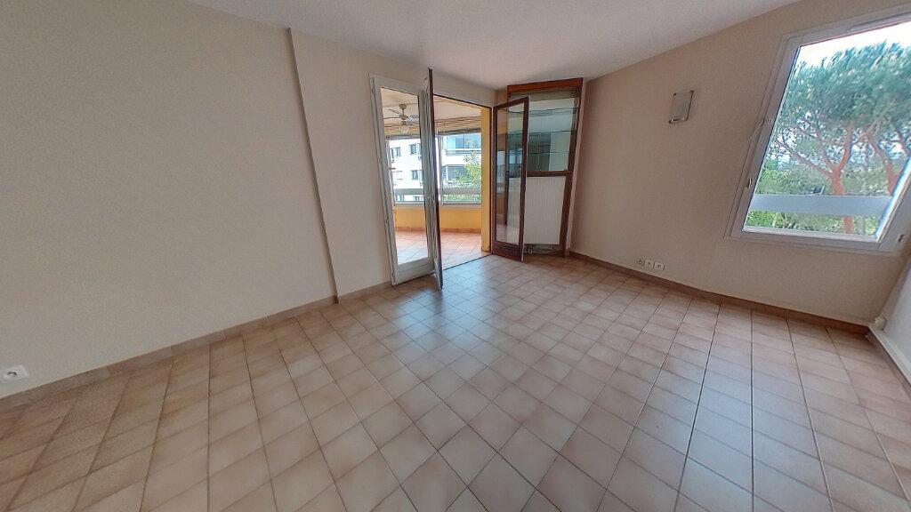 Appartement à louer 3 70m2 à Fréjus vignette-8