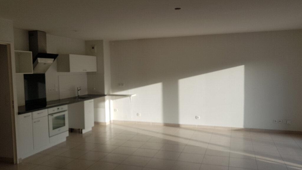 Appartement à louer 3 70.7m2 à Cagnes-sur-Mer vignette-1