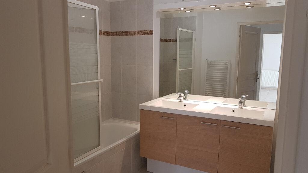 Appartement à louer 3 70.7m2 à Cagnes-sur-Mer vignette-4