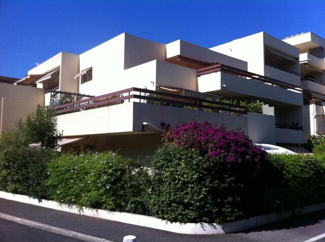 Appartement à louer 3 68m2 à Cagnes-sur-Mer vignette-1