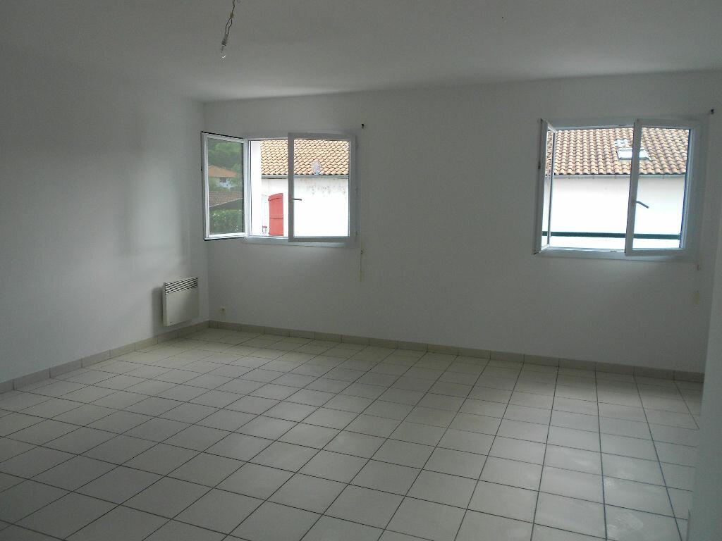 Appartement à louer 4 90m2 à Ustaritz vignette-2
