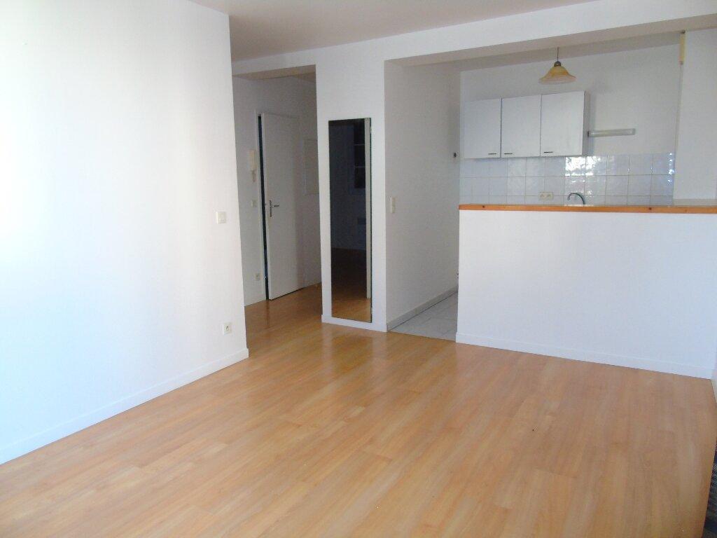 Appartement à louer 2 35m2 à Cambo-les-Bains vignette-1