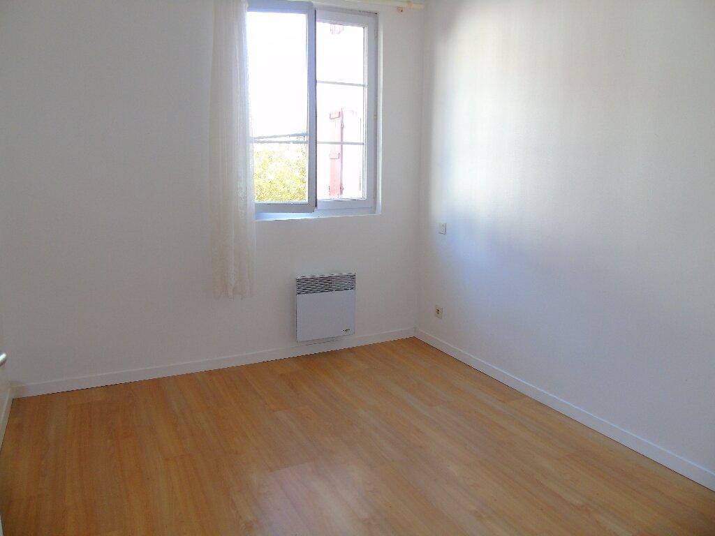 Appartement à louer 2 35m2 à Cambo-les-Bains vignette-4