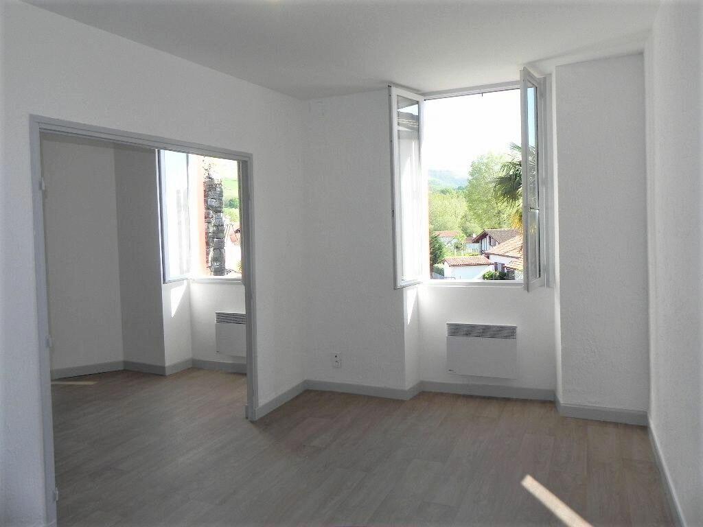 Appartement à louer 2 57m2 à Espelette vignette-1