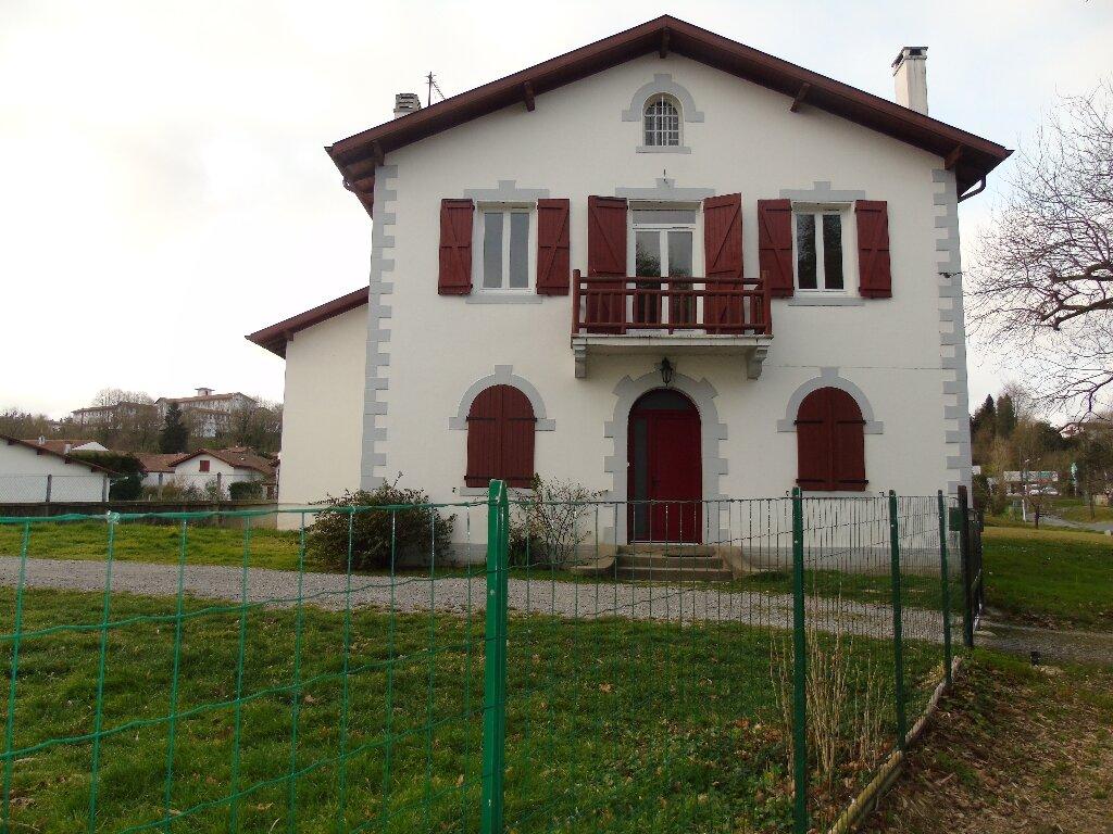 Maison à louer 4 101.14m2 à Ustaritz vignette-1