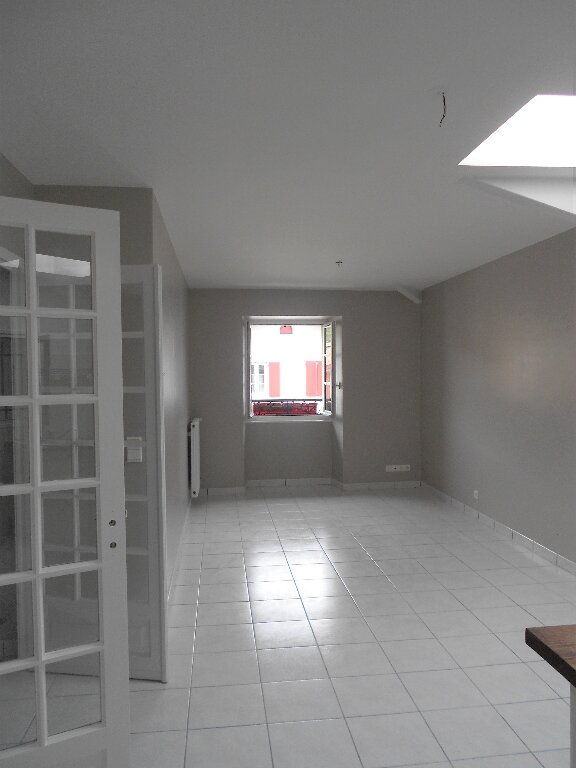 Appartement à louer 3 76m2 à Ainhoa vignette-1