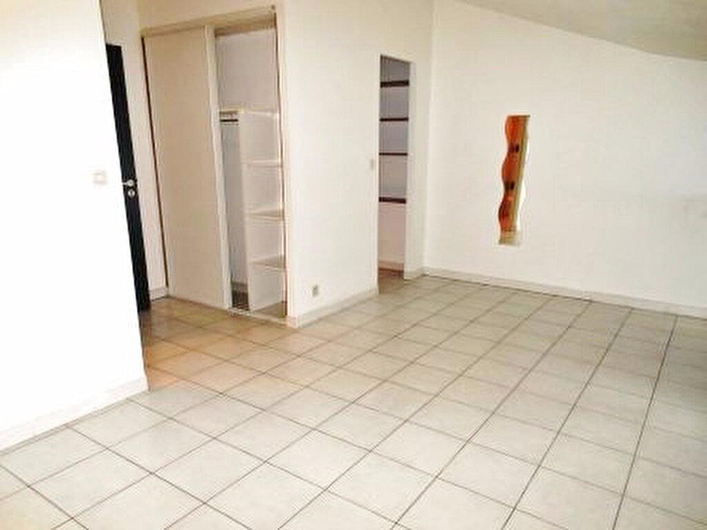 Appartement à louer 1 23m2 à Albi vignette-1