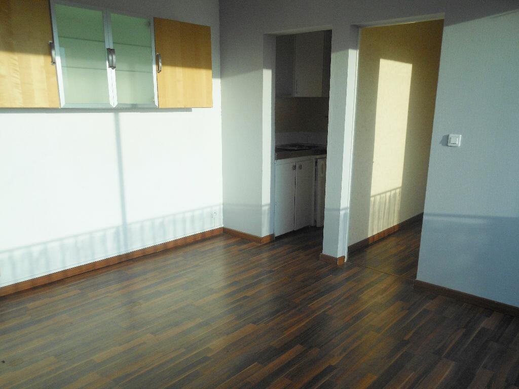 Appartement à louer 2 26m2 à Albi vignette-2