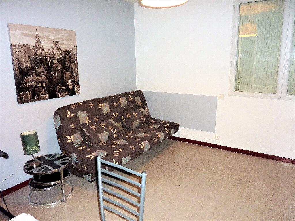 Appartement à louer 1 18m2 à Albi vignette-2