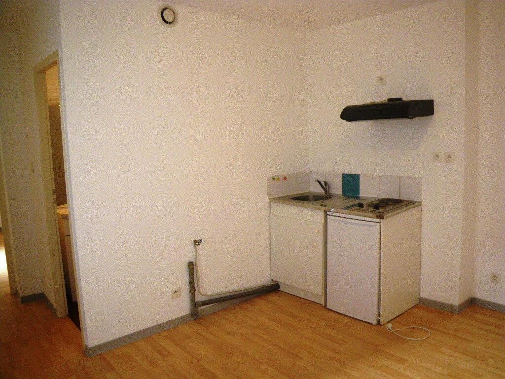 Appartement à louer 2 27.48m2 à Albi vignette-3