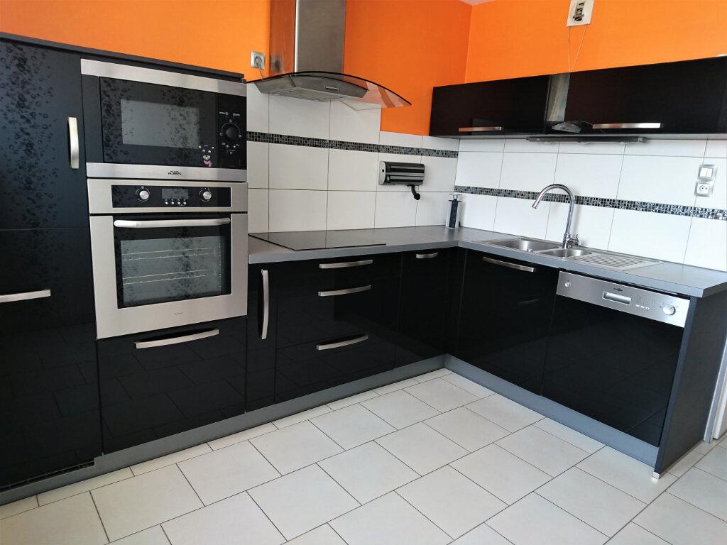 Appartement à louer 5 77.5m2 à Brest vignette-1