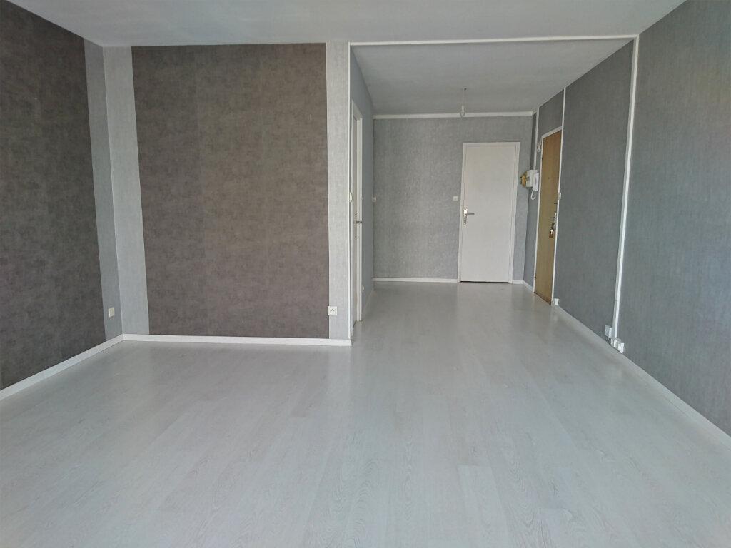 Appartement à louer 5 77.5m2 à Brest vignette-3