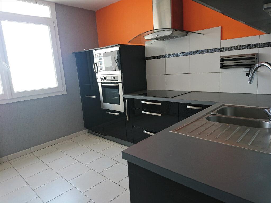 Appartement à louer 5 77.5m2 à Brest vignette-5