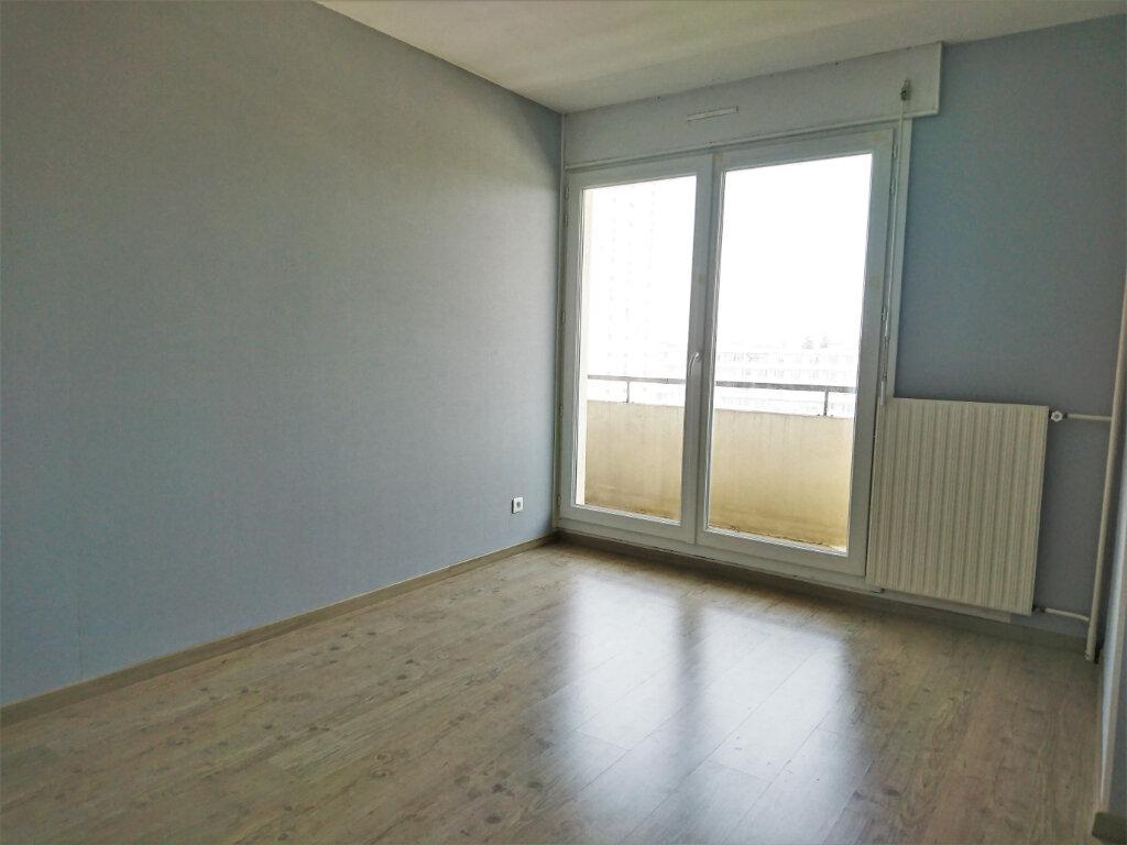 Appartement à louer 5 77.5m2 à Brest vignette-6