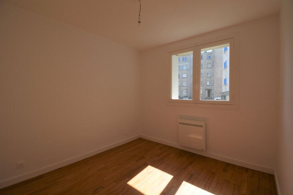 Appartement à louer 4 64.41m2 à Brest vignette-6