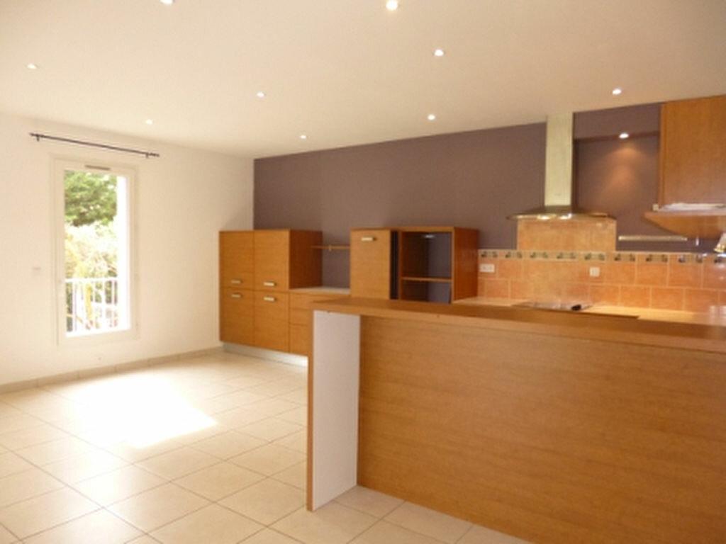 Maison à louer 5 131.84m2 à Lançon-Provence vignette-4