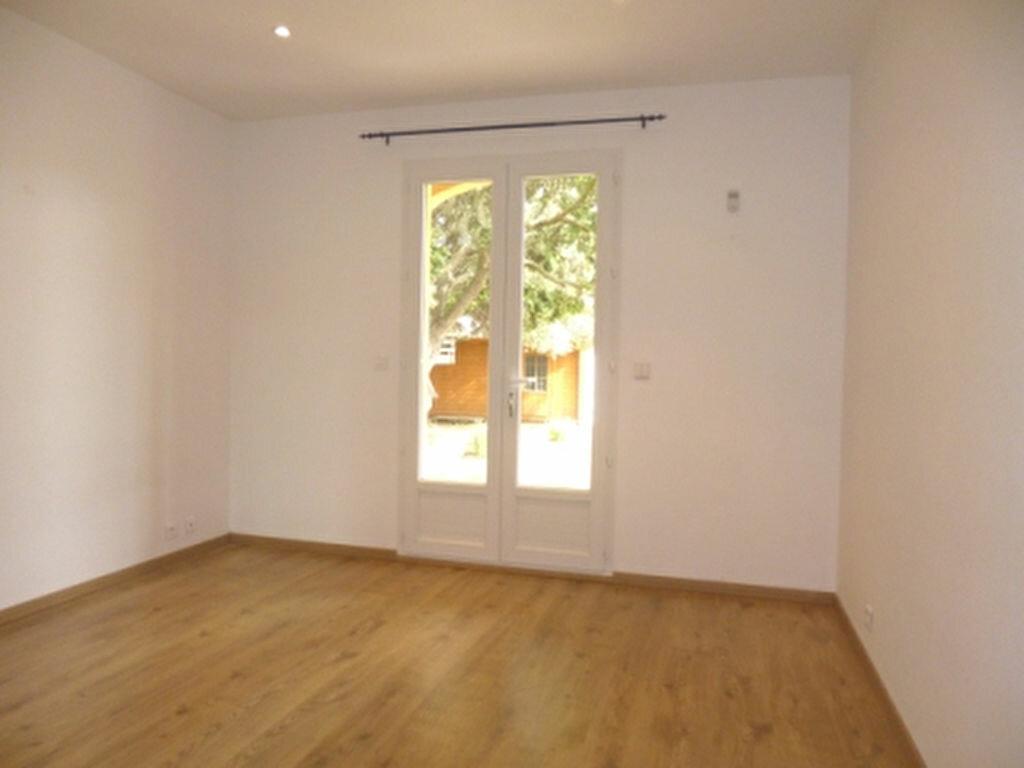 Maison à louer 5 131.84m2 à Lançon-Provence vignette-8